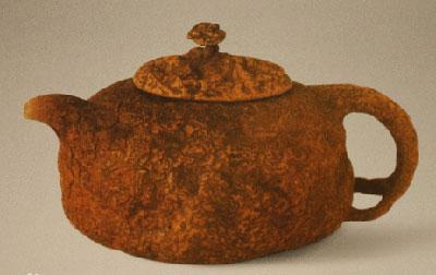 树瘿就是树瘤.这种壶的造型模仿树瘿,壶面凹凸不平,有树皮模样刻纹.