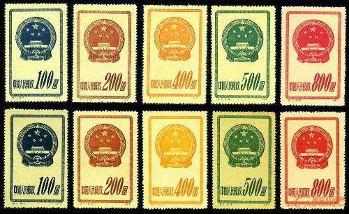 """新中国第一套特种邮票是1951年10月1日发行的""""国徽""""邮票.志号是""""特1""""."""
