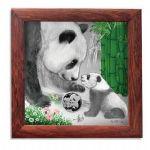2019年《臻心陪伴》熊猫母子情银币相框(微雕银版画)